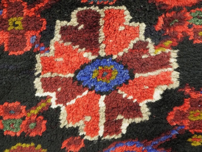 Hand-woven Traditional Wool Heriz Tribal Rug